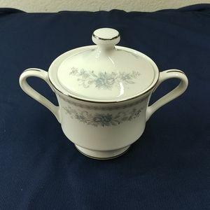 """Christine"" Sugar bowl with lid"